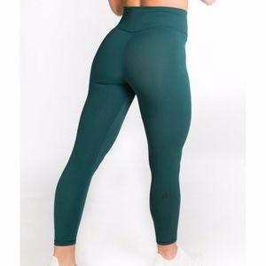 P'tula Mayra Plush Emerald Green Leggings
